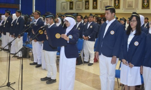 Rektor UNAIR Kukuhkan 644 Mahasiswa Baru Pascasarjana